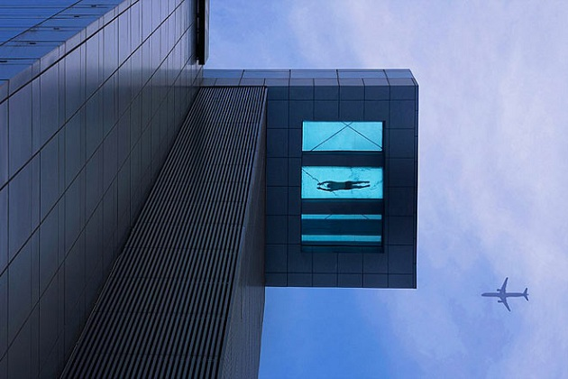 24th-Story-Glass-Bottom-Swimming-Pool-at-Holiday-Inn-Shanghai-China