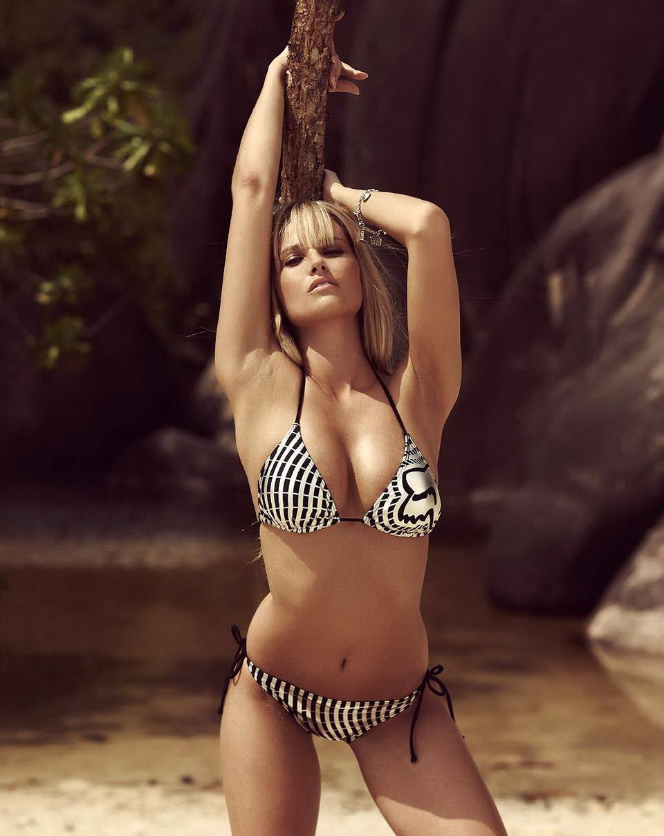 Genevieve Morton Sexiest Photo 28