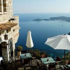 Luxurious Vacation Resor...