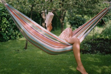 book-dress-girl-green-hammock-rede-Favim.com-41017