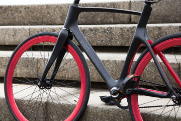 Valour-carbon-fibre-bicycle-by-Vanhawks_dezeen_1sq1
