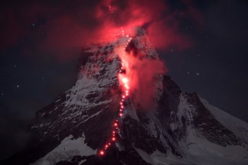 Hundreds Of Mountaineers Climb The Matterhorn ridge 1