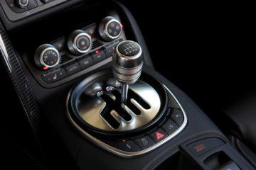 2011-audi-r8-42-spyder-shifter-photo-416617-s-1280x782