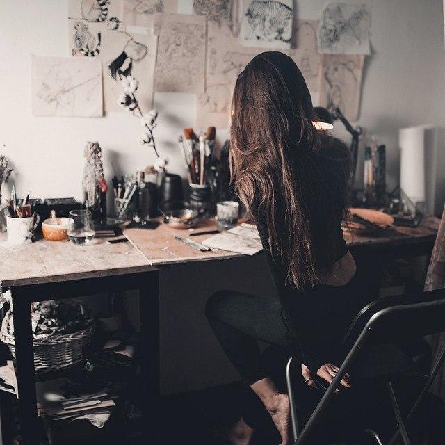 http://www.hispotion.com/wp-content/uploads/2015/11/girl-at-desk.jpg