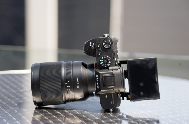 Extreme zooming: Sony RX10 III Camera - HisPotion