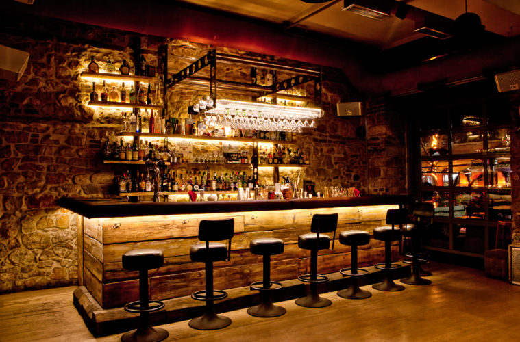 The ultimate guide to bar etiquette hispotion for Bar arredamento