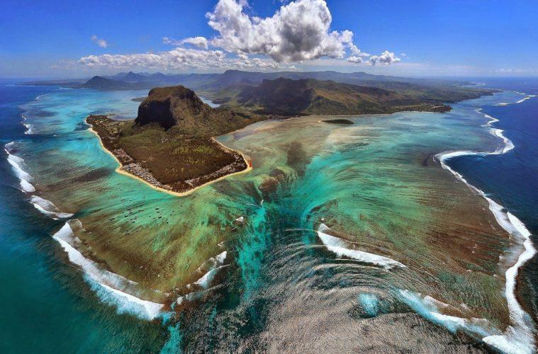 mauritius-underwater-waterfall