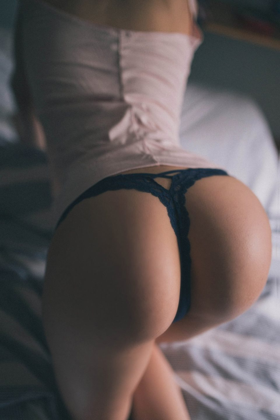 xbooru all fours bed bent over big butt blonde hair butt friday inspiration 195 hispotion