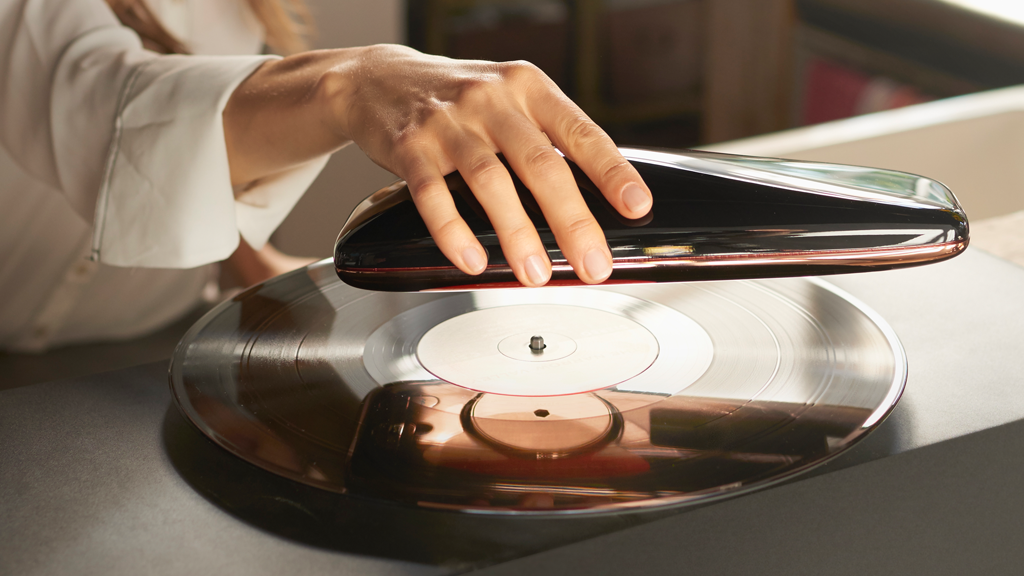 LOVE Turntable - The Intelligent Record Player - HisPotion